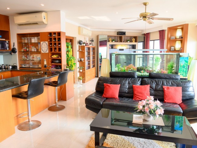 [CR123] Facing River view one bedroom, open plan living area, full kitchen for Sale @ Chiangmai Riverside condo